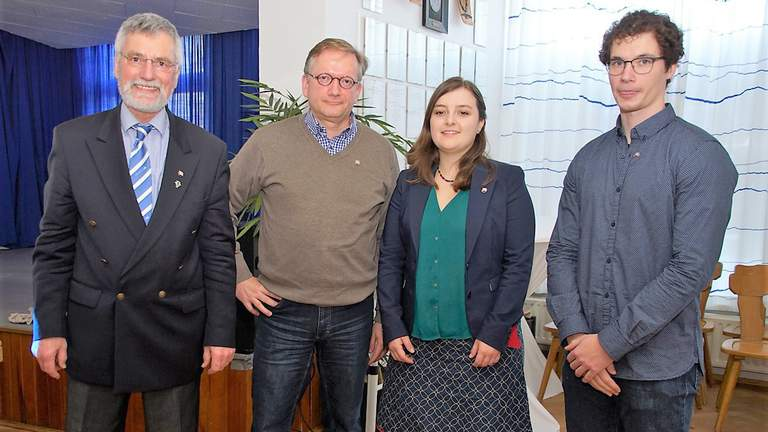 Jan Knipschild, Luisa Dinslage, Bernd Jarmann und Ulrich Hahn lächeln in die Kamera.